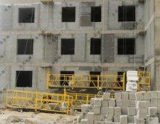 郑州某工地施工现场,水泥发泡保温板用于防火隔离带